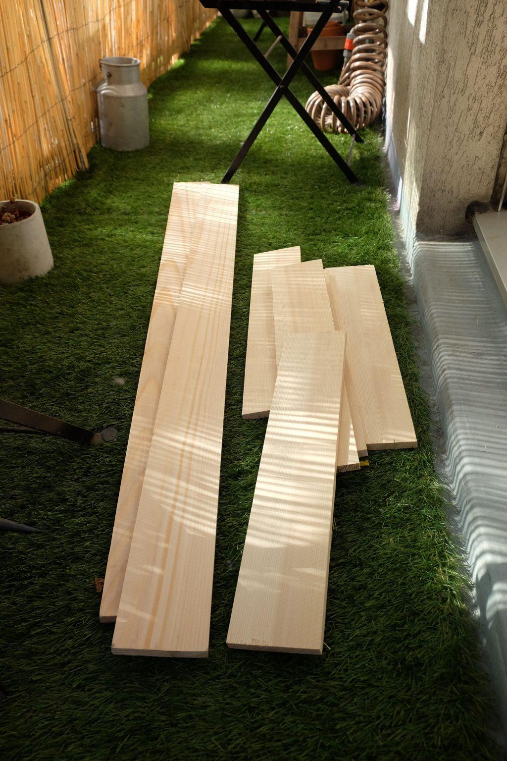 tasseaux de bois pour étagère à plantes peu profonde DIY - La Revue Vertu