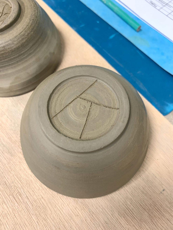 Mon bol tournassé et signé - stage de poterie tournage paris Argilerie