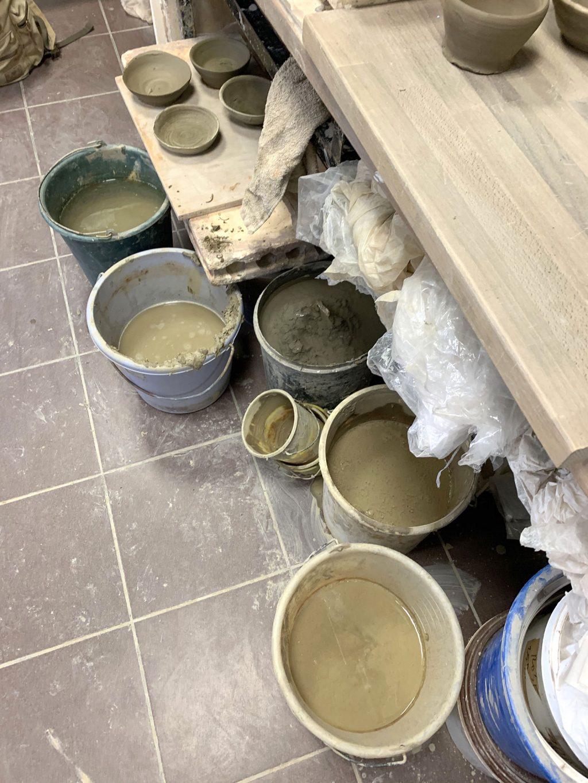 recuperation de l'argile - stage de poterie tournage paris Argilerie