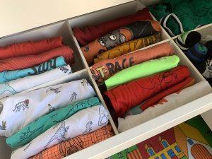 Méthode KonMari dans les tiroirs de mes enfants